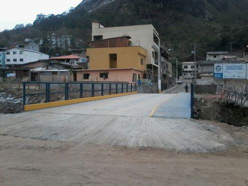 A ponte da Travessa Julio Schottz sobre o Rio Córrego d´Antas. Sua reconstrução era aguardada desde a tragédia de 2011. Finalmente pronta, construída no mês de outubro em menos de vinte dias.
